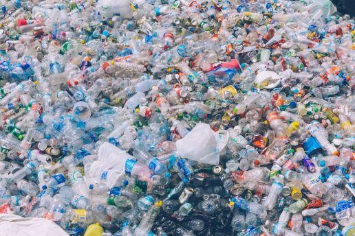 bouteilles sacs plastiques pollutions