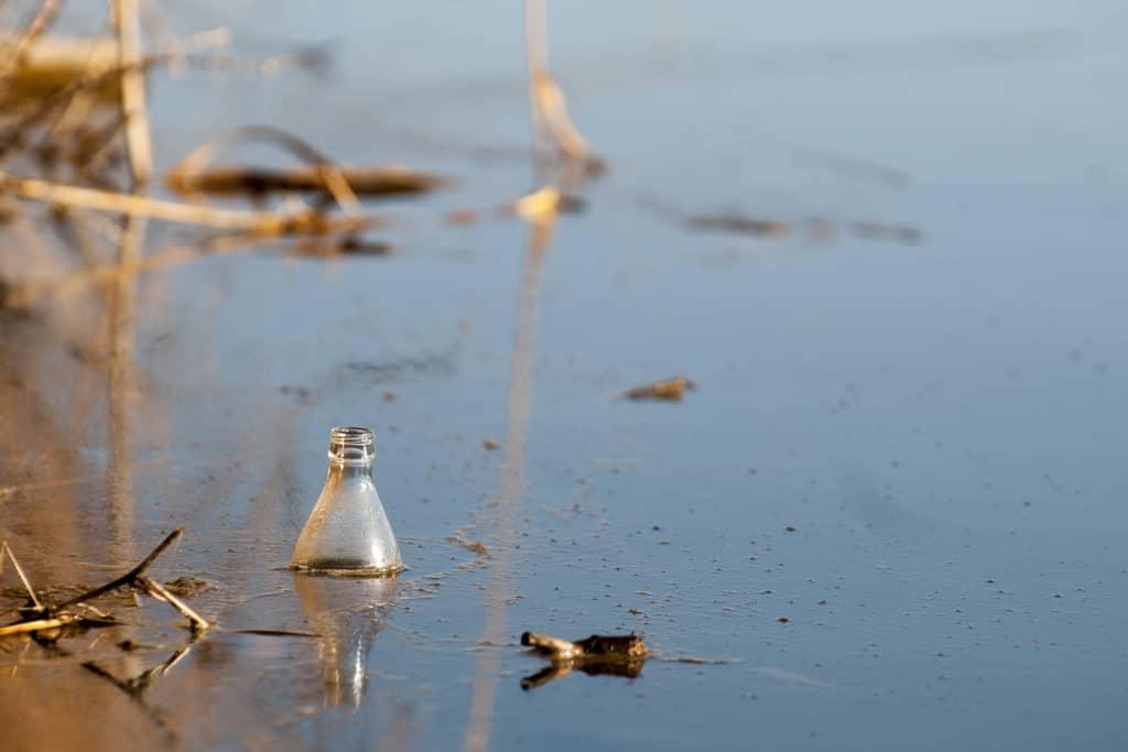 Bouteille plastique mer