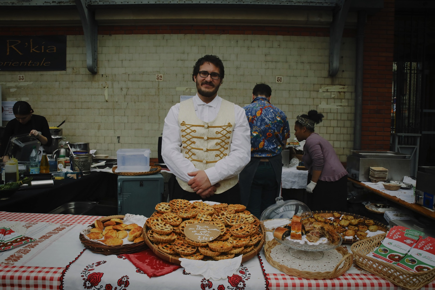 Retour en photographies sur le marché à manger à la criée centrale de Rennes.